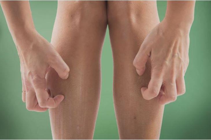 Trong trường hợp gặp phải một số vấn đề về sức khỏe gây ngứa hai ống chân, bạn cần thăm khám và điều trị ngay