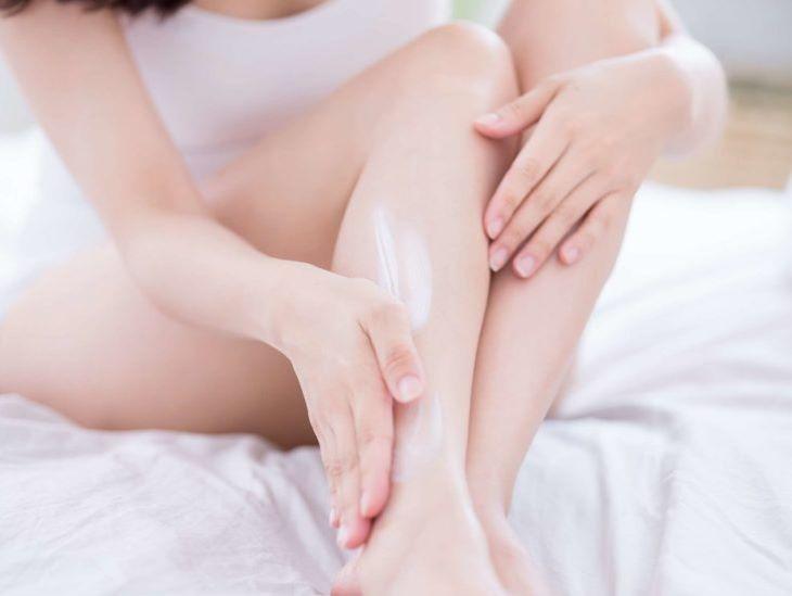 Nên chú ý chăm sóc phần da chân cẩn thận khi bị ngứa hai ống chân