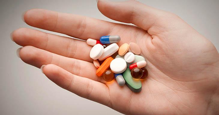 Tình trạng ngứa dưới da xảy ra do tác dụng phụ khi dùng thuốc