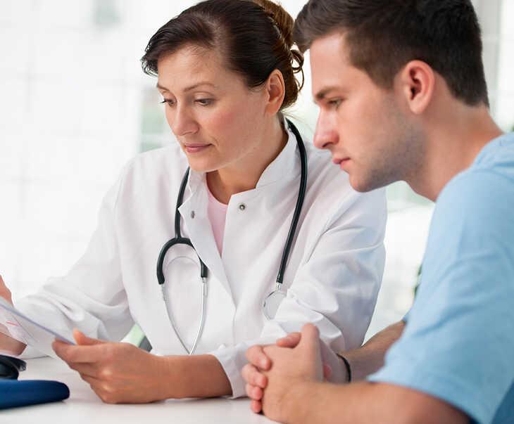 Khi gặp chứng rối loạn cương dương tạm thời bạn nên đến bệnh viện thăm khám để được điều trị sớm