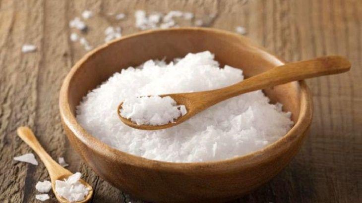 Bạn đã thử sử dụng muối biển để điều trị mụn ngứa ở tay