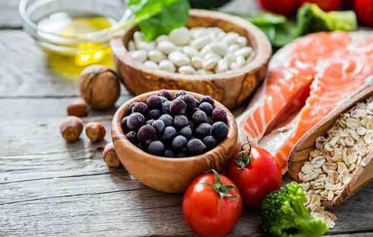 Phụ nữ bị rối loạn kinh nguyệt tiền mãn kinh nên bổ sung đầy đủ dinh dưỡng để cải thiện tình trạng này