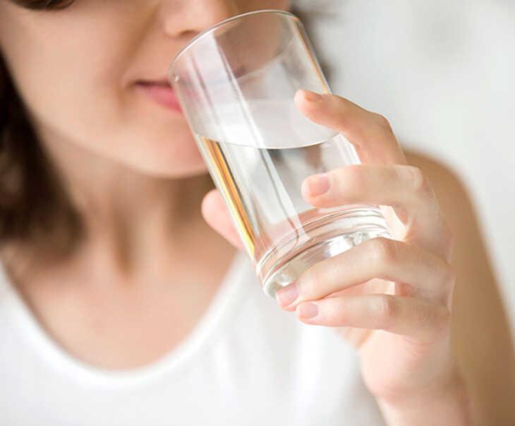 Uống thuốc với nước lọc và tuân thủ đúng liều lượng, thời gian để đạt được kết quả tốt nhất