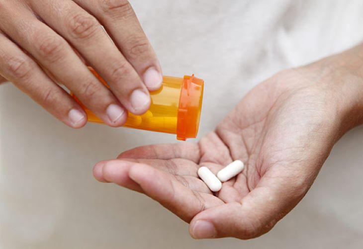 Uống cả viên thuốc, không bẻ đôi, nghiền nát hoặc hòa tan trước khi dùng