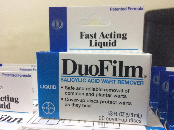 Thuốc salicylic acid dạng dán. Tùy vào bệnh mà thời gian dán kéo dài 4 tiếng/lần đến 48 tiếng/lần
