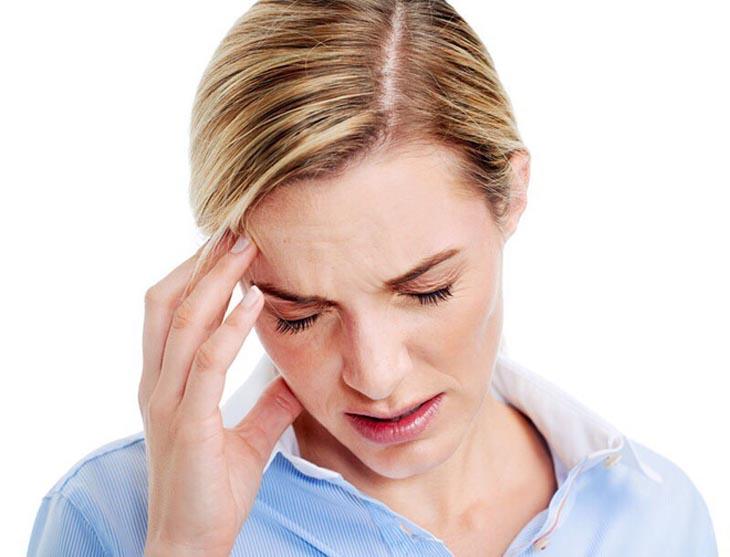 Đau đầu là một trong các tác dụng phụ có thể xảy ra do dùng thuốc không đúng chỉ định hoặc do tác dụng phụ của thuốc