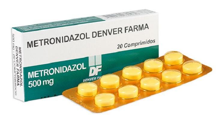 Metronidazol có tác dụng điều trị huyết trắng, ức chế các vi khuẩn gây bệnh phát triển