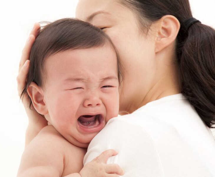 Dị ứng thời tiết cũng là một trong những nguyên nhân gây ngứa ngáy da đầu ở trẻ