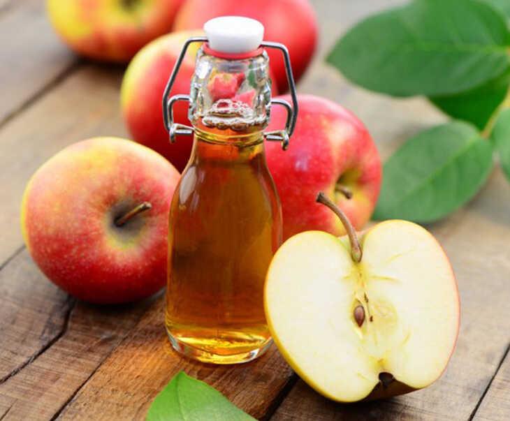 Da đầu trẻ bị ngứa được điều trị hiệu quả bằng giấm táo