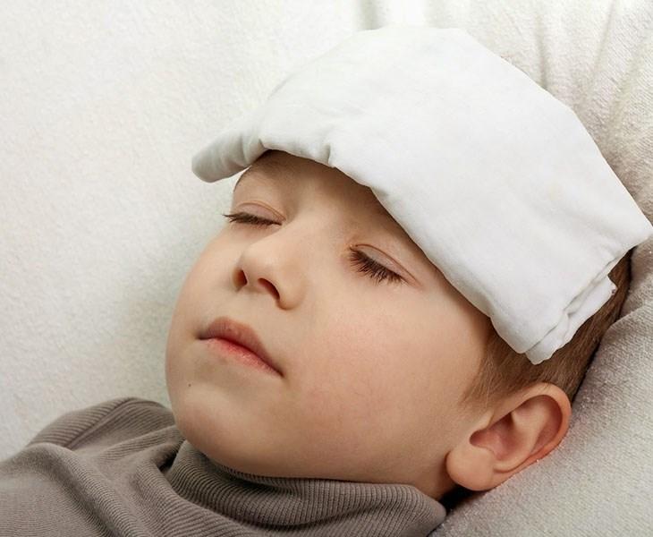 Trẻ bị viêm amidan cấp sốt mấy ngày? Biểu hiện thông thường của tình trạng viêm nhiễm
