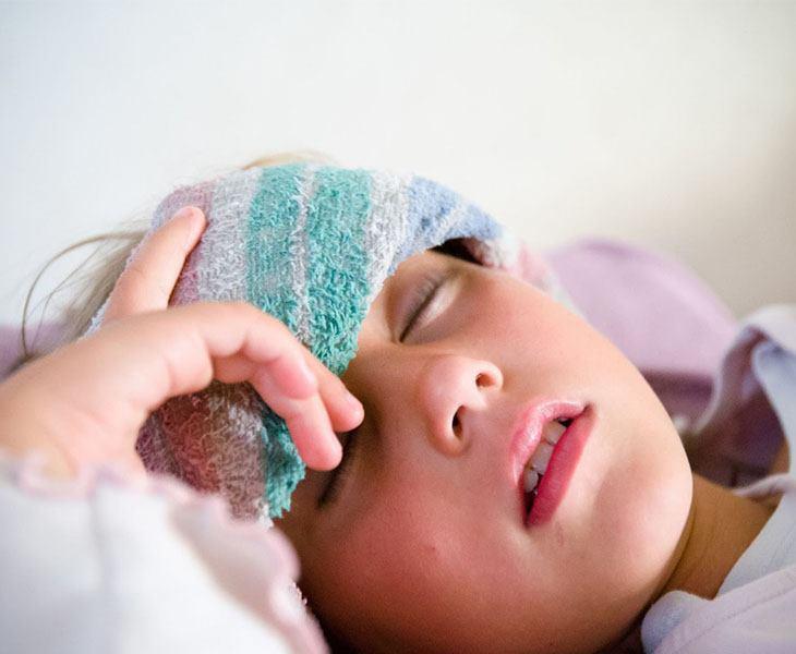 Trẻ bị viêm amidan cấp sốt mấy ngày là câu hỏi của nhiều phụ huynh