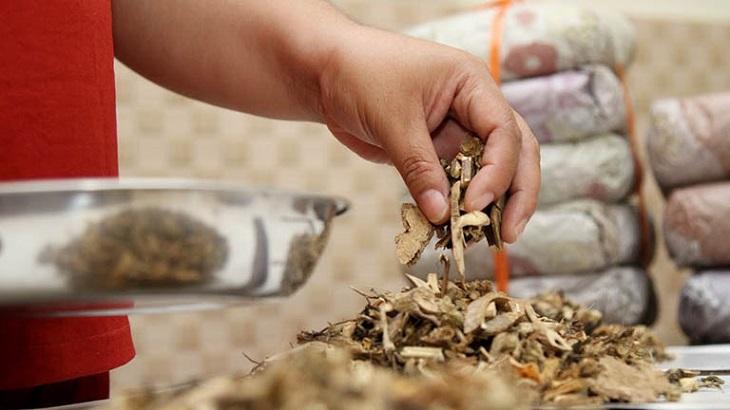 Các bài thuốc Đông y giúp điều trị căn nguyên vảy nến đồng tiền
