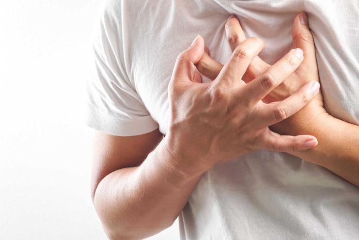 Đau tim là một trong những biến chứng nguy hiểm tới tính mạng do vảy nến gây ra