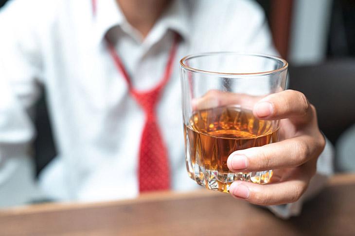 Rượu rất có hại cho cơ thể và cũng khiến nguy cơ tái lại của vảy nến cao hơn