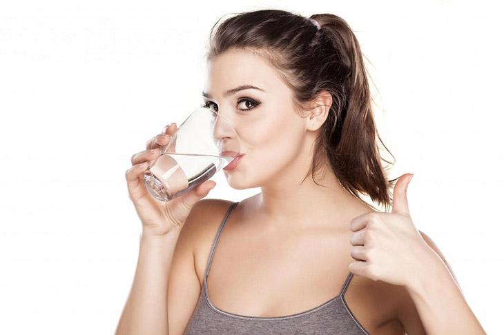 Uống đủ nước phòng ngừa các bệnh lý hô hấp