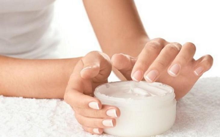 Dưỡng ẩm là bước rất quan trọng để cải thiện các triệu chứng viêm da cơ địa