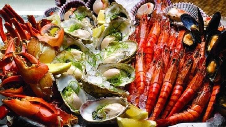 Người bị viêm da cơ địa ở đầu không nên ăn các loại hải sản