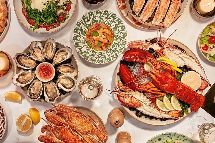 Người bị viêm da cơ địa không nên ăn hải sản vì đây là một trong những loại thực phẩm dễ gây dị ứng