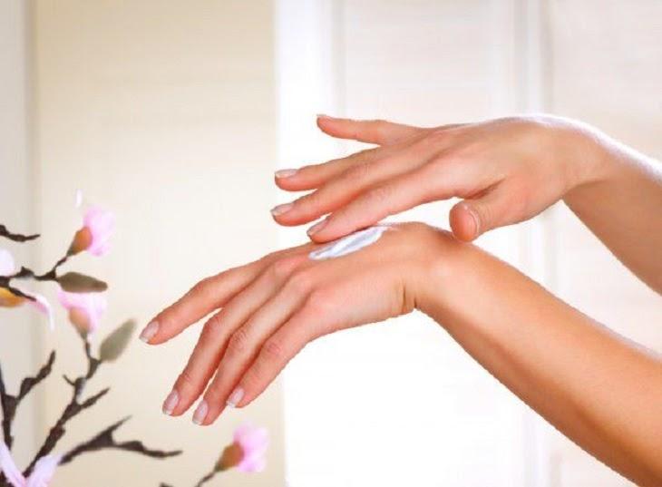 Chú ý chăm sóc da thường xuyên giúp da luôn mềm mại, đủ ẩm