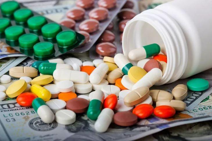Thuốc Tây sẽ giúp người bệnh giảm nhanh các các vết sưng đỏ do mụn