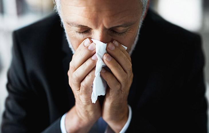Viêm mũi dị ứng gây các biểu hiện khó chịu dữ dội ở người bệnh
