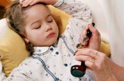 Viêm mũi dị ứng ở trẻ dùng thuốc gì?