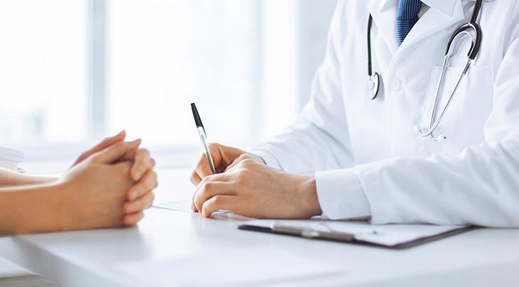 Bạn cần thăm khám thường xuyên để hạn chế tái phát viêm mũi dị ứng
