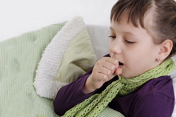 Thời tiết chuyển lạnh là một trong những nguyên nhân gây viêm mũi xuất tiết ở trẻ em