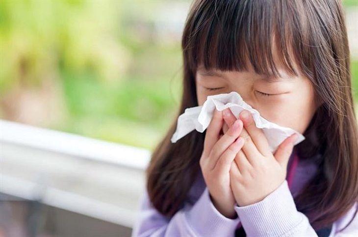 Viêm mũi xuất tiết ở trẻ em làm trẻ suy giảm thể chất và tinh thần