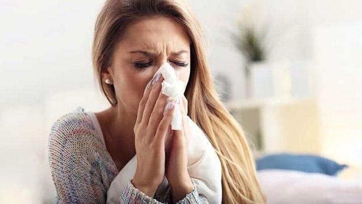 Chảy nước mũi, nghẹt mũi là một trong số những nguyên nhân gây bệnh