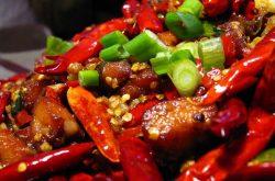 Đồ ăn cay nóng là câu trả lời cho câu hỏi viêm xoang hàm kiêng ăn gì