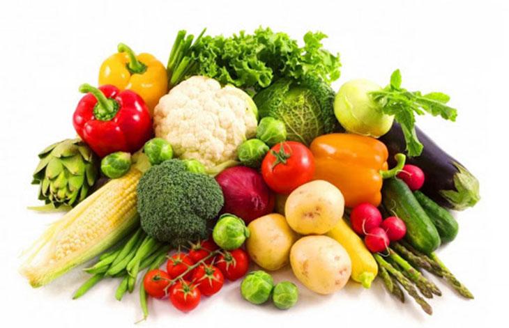 Bên cạnh vấn đề viêm xoang hàm kiêng ăn gì, người bệnh nên bổ sung nhóm thực phẩm có lợi như rau, củ tươi