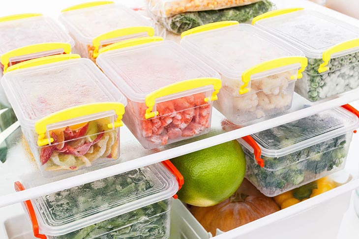 Với câu hỏi viêm xoang hàm kiêng ăn gì, người bệnh nên hạn chế thực phẩm lạnh