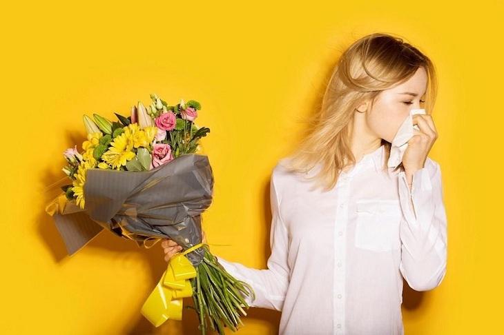 Nguyên nhân do dị ứng với tác nhân kích thích như phấn hoa