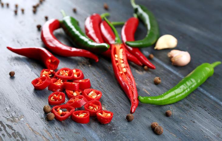 Viêm xoang trán nên kiêng đồ ăn cay nóng