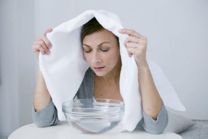 Xông hơi bằng thảo dược là cách trị viêm xoang sàng sau tại nhà hiệu quả