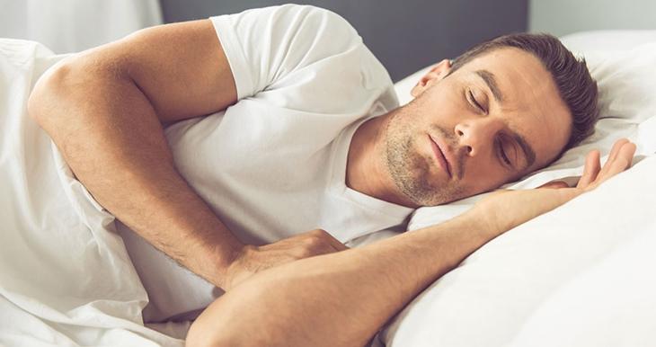 Nghỉ ngơi đầy đủ sẽ giúp cải thiện sinh lý ở nam giới