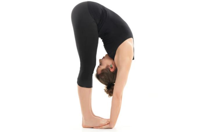 Cách áp dụng tư thế yoga gập người trước để trị bệnh