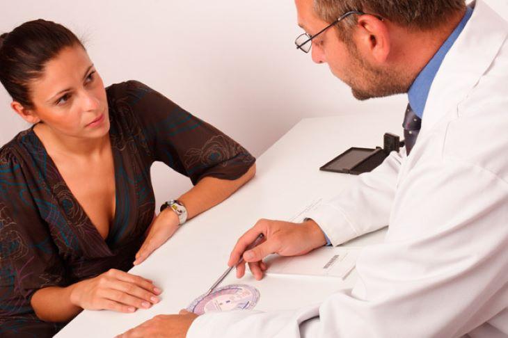 Người bệnh cần đi gặp bác sĩ sớm nếu thấy làn da hoặc sức khỏe có vấn đề sau khi dùng thuốc