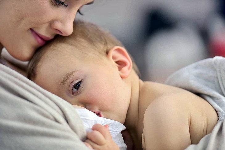 Phụ nữ có thai hoặc cho con bú nên thận trọng khi dùng sản phẩm này