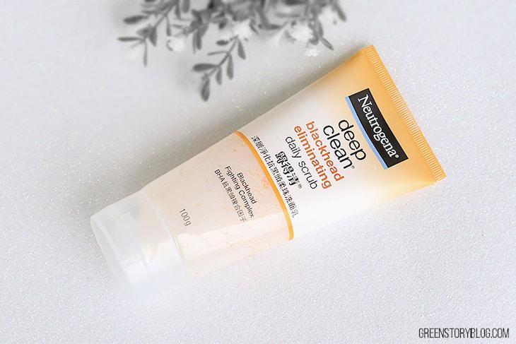 Neutrogena Deep Clean Blackhead Eliminating Daily Scrub. có công dụng cuốn sạch bã nhờn, bụi bẩn và mụn đầu đen