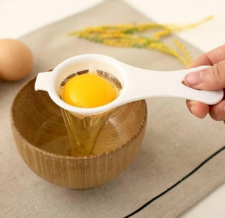 Sử dụng lòng trắng trứng thường xuyên giúp làm mờ vết rạn trên da