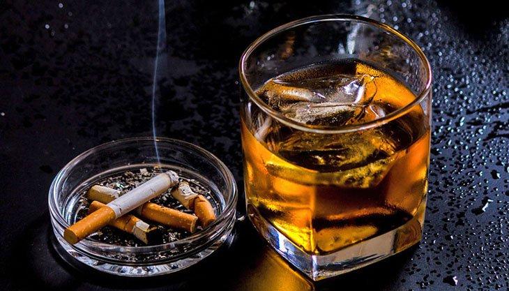 Rượu bia, chất kích thích không tốt cho người bị khí hư