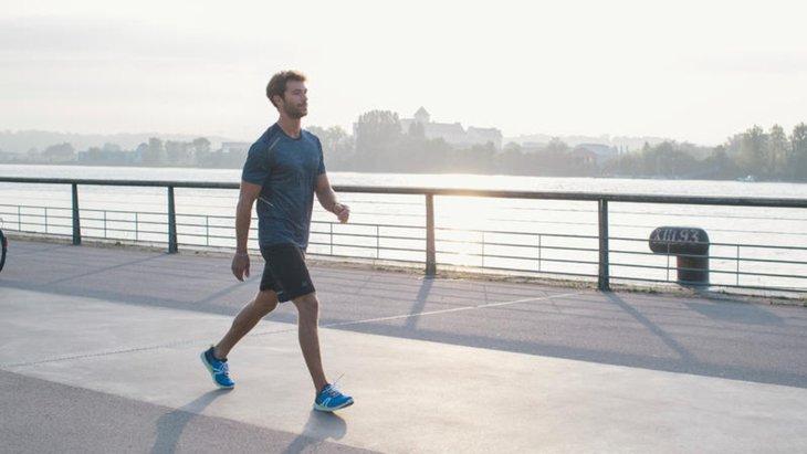 Đi bộ cũng là một cách giúp cải thiện sinh lý nam