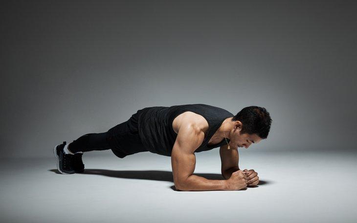 Tư thế plank giúp cơ bụng săn chắc và hỗ trợ điều trị yếu sinh lý hiệu quả
