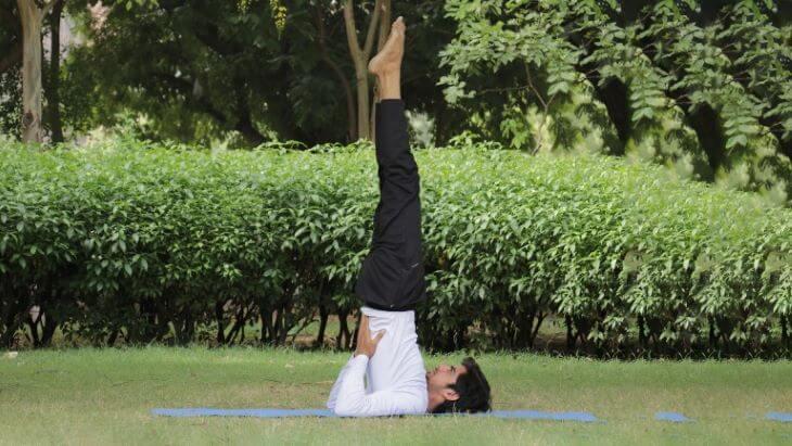 Tư thế cây nến trong Yoga