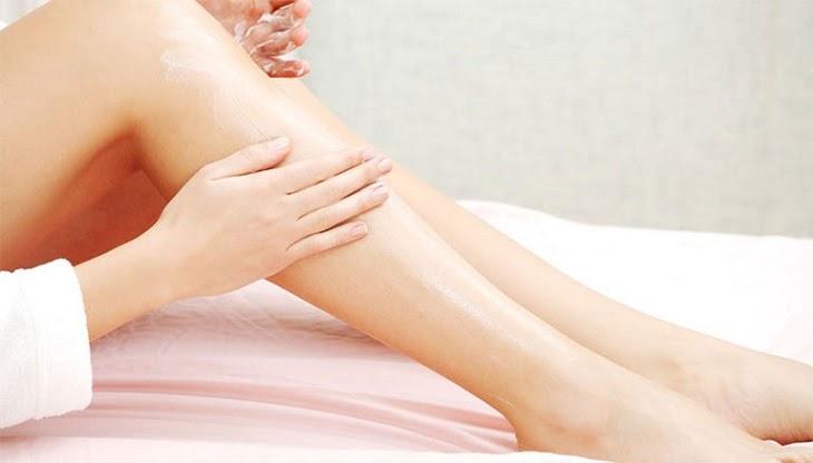 Người bị viêm da cơ địa nên dùng kem dưỡng ẩm thường xuyên