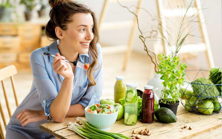 Bổ sung nhiều rau xanh giúp đẹp da, hạn chế mụn