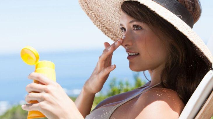 Sử dụng kem chống nắng hàng ngày nhất khi chăm sóc da sau khi trị nám bằng laser