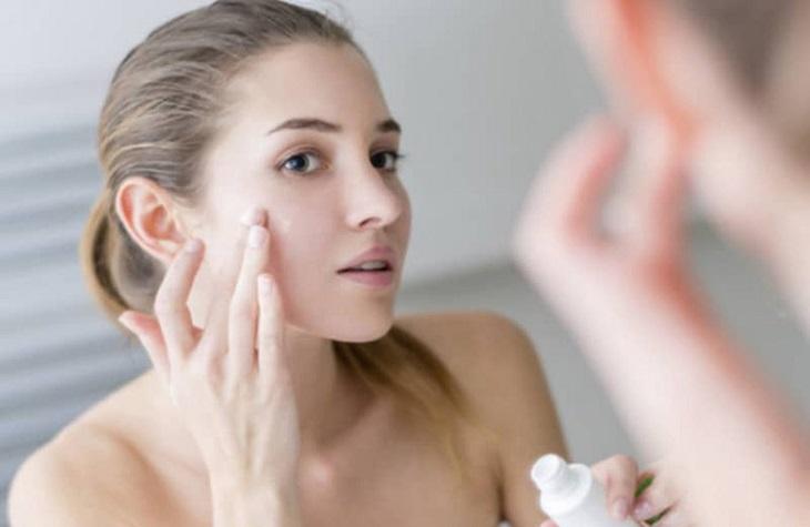 Cách dùng kem trị mụn thâm cho da dầu